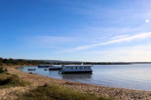 Houseboats at Bramble Bush Bay
