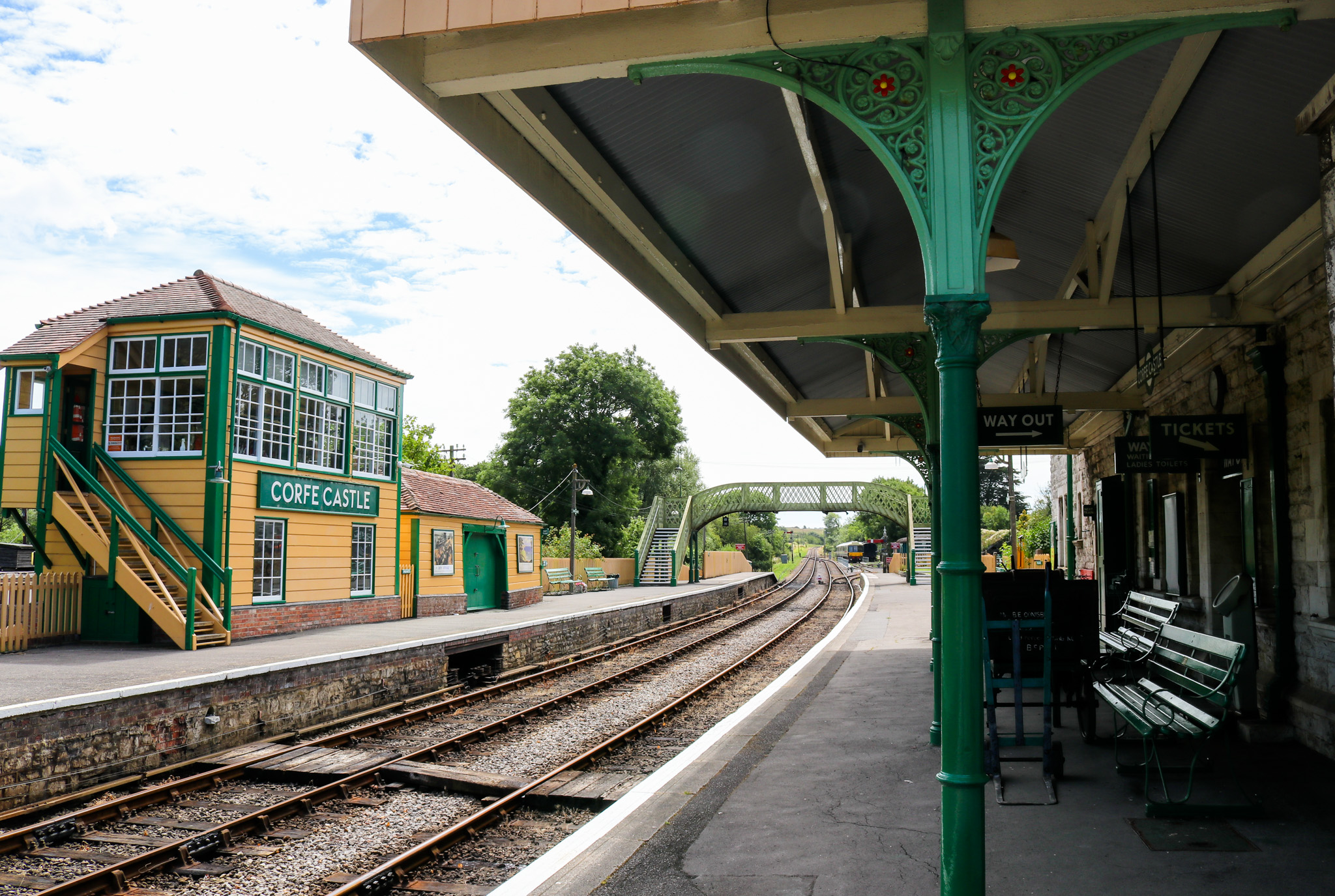 The tracks and waiting area at Corfe Castle railway station