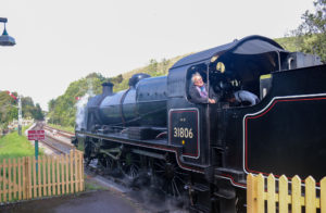 The 31809 engine preparing to leave Corfe Castle Station