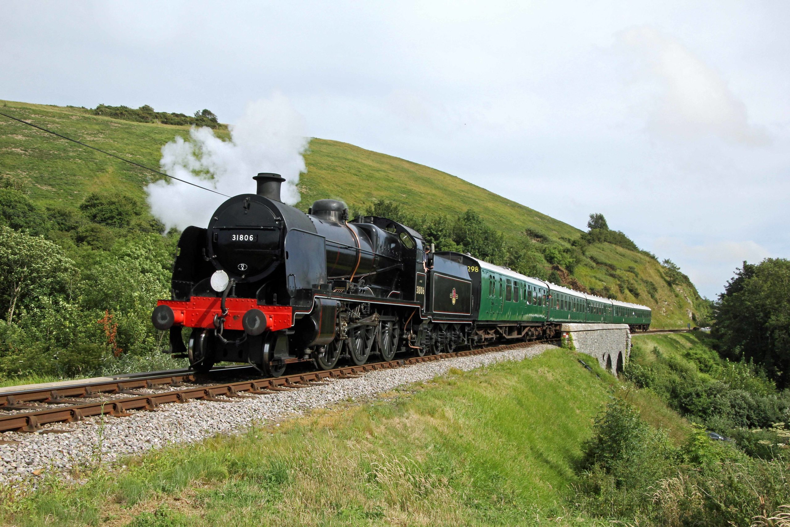No. 31806 steam train passing through Purbeck Hills