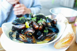Bowl of mussels and ciabatta bread at Swanage's Gee Whites restaurant